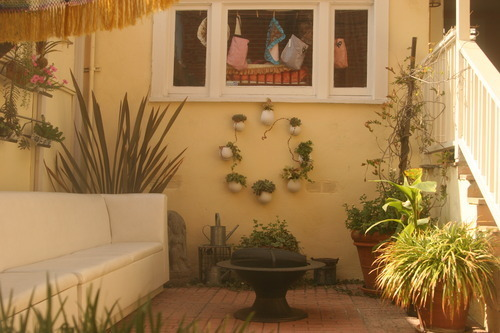 facial-bungalow-lounge-patio